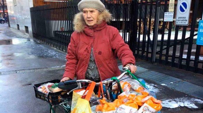 """La octogenaria que """"salva"""" comida para ayudar a personas necesitadas"""