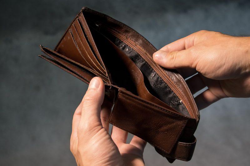Trabajar para ser rico; trabajar para ser pobre